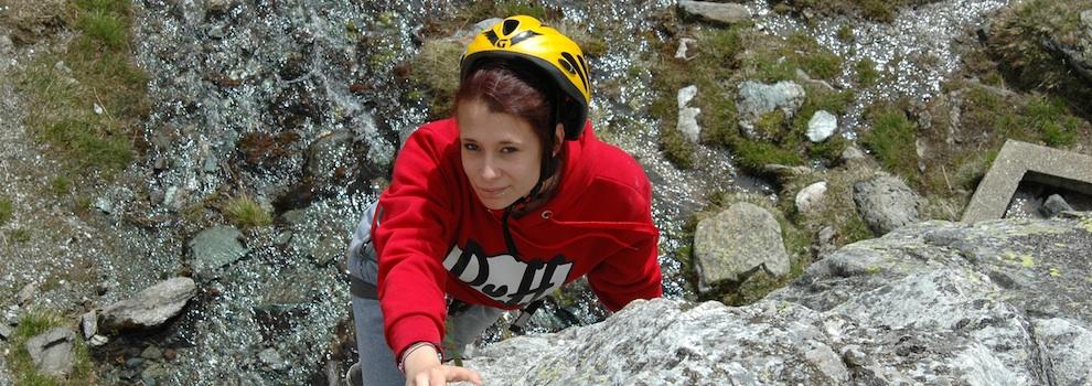 ragazza-climbing